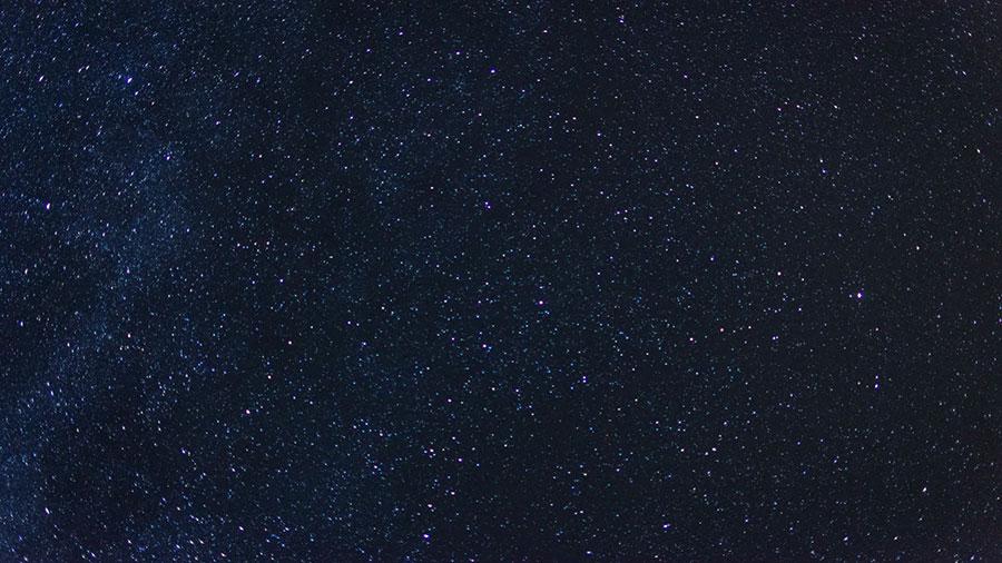 این آسمان غمزده غرق ستاره هاست ...