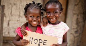 به روزگار شیرین رفاقت سفره خنده بگسترید و نان شادمانی قسمت کنید